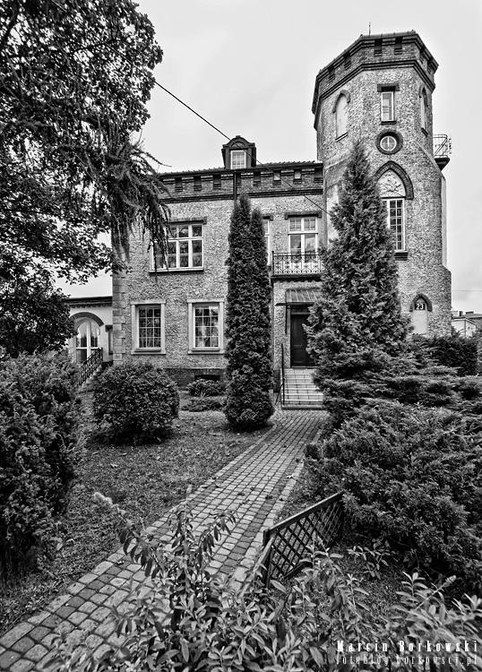 Dom neogotycki - architektura w Piasecznie