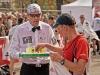 Maraton Warszawski 2010 - kelnerska obsługa po maratonie