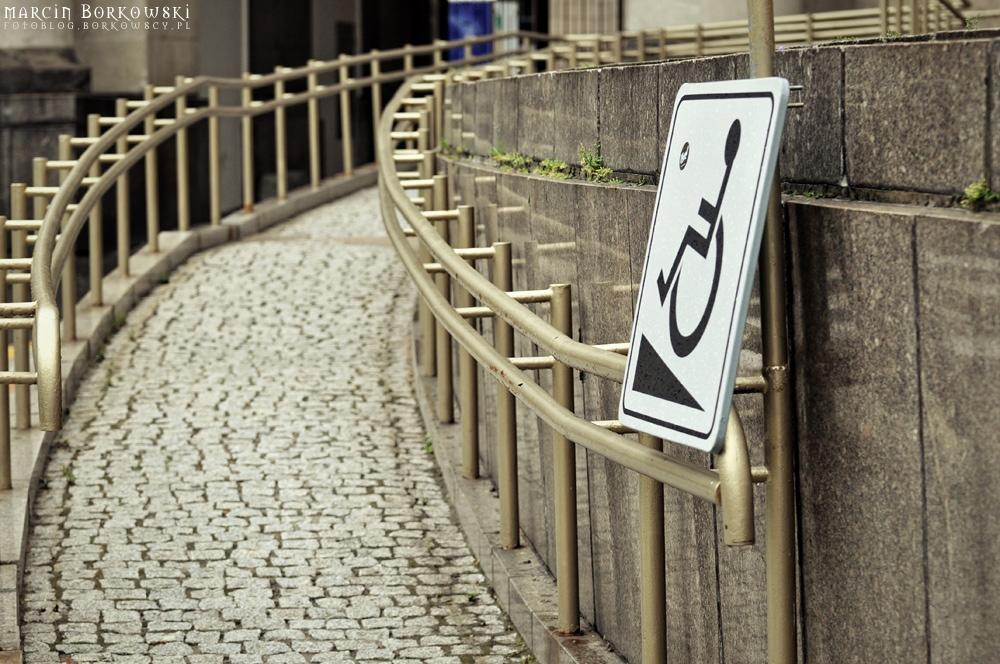 Podjazd dla niepełnosprawnych przy PKiN w Warszawie - 13