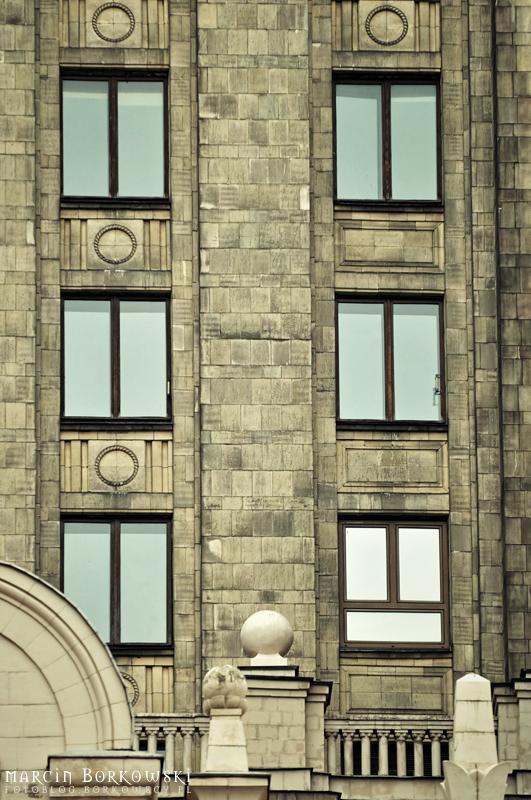 Znajdz i sfotografuj charakterystyczne JEDNO okno w Pałacu Kultury