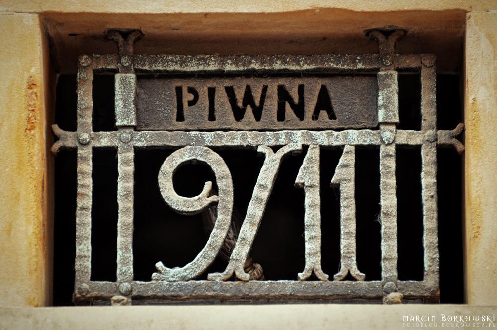 Zrób zdjęcie i podaj wyraz nad cyframi 9/11