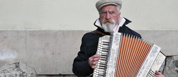 Akordeonista na Starym Mieście w Warszawie