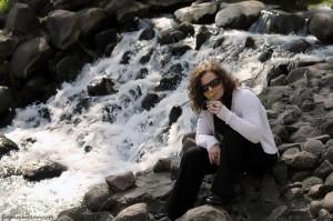 Sylwia przy mini wodospadzie