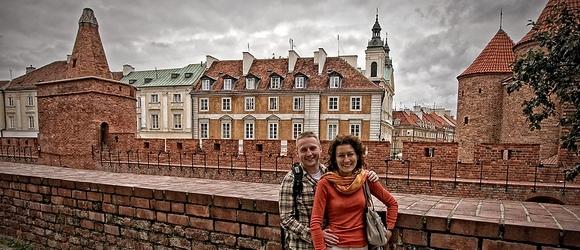 Magda i Michał przy Barbakanie w Warszawie