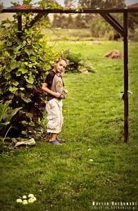 Maciuś w ogrodzie babci