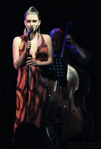 Julia Sokołowska z zespołem
