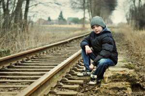 Przy torach kolei wąskotorowej w Runowie