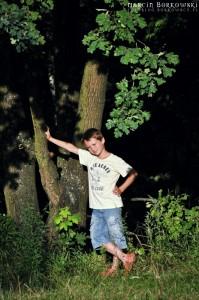 Odpoczynek przy drzewie