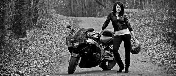 Zdjęcia Doroty na motocyklu Honda