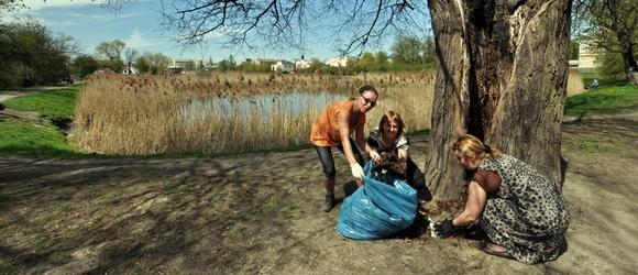 Zdjęcia z akcji sprzątania Parku w Piasecznie