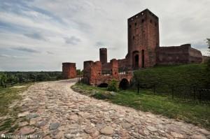 Zamek w Czersku - Wieża bramna i most z XVIII wieku