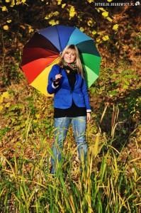Sylwia z kolorową parasolką